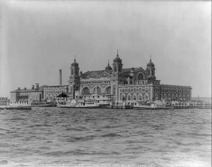 Ellis_Island_in_1905