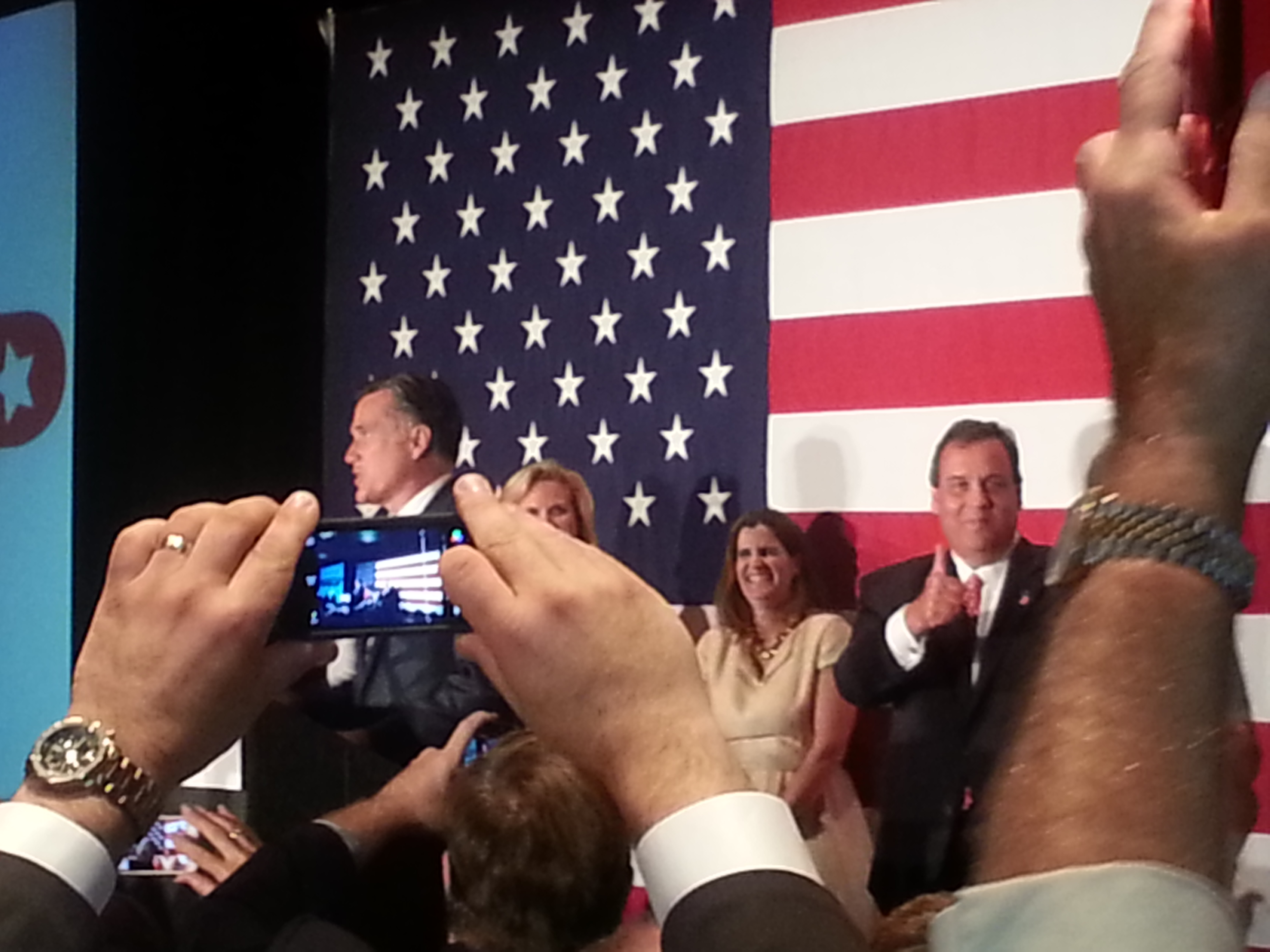 Taking a Pass, Romney to Meet Christie for Dinner