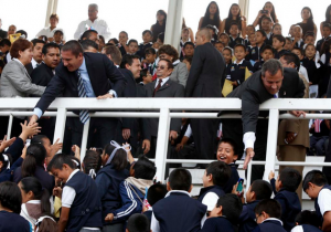 Christie greets children in Mexico