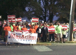 MacArthur rallies with supporters prior to 10/2 Moorestown candidate forum.