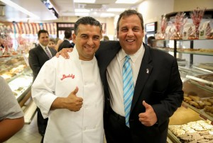Gov. Christie receives the Cake Boss's endorsement in 2013.