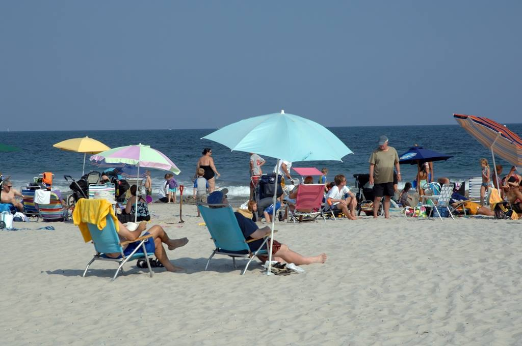 Blaming Murphy's anti-police measures, Avalon, N.J. restricts beach, boardwalk hours