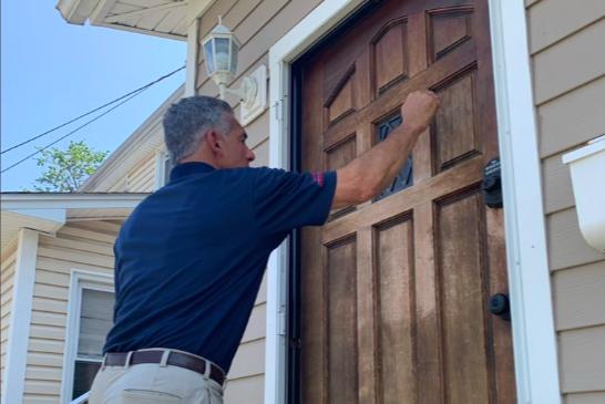 Ciattarelli goes door-to-door in Democrat-dominated Elizabeth